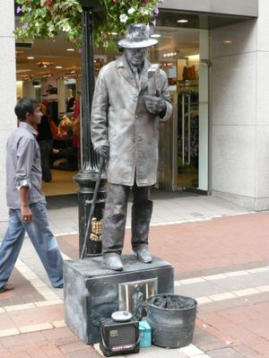 Dublin_james_joyce_living_statue